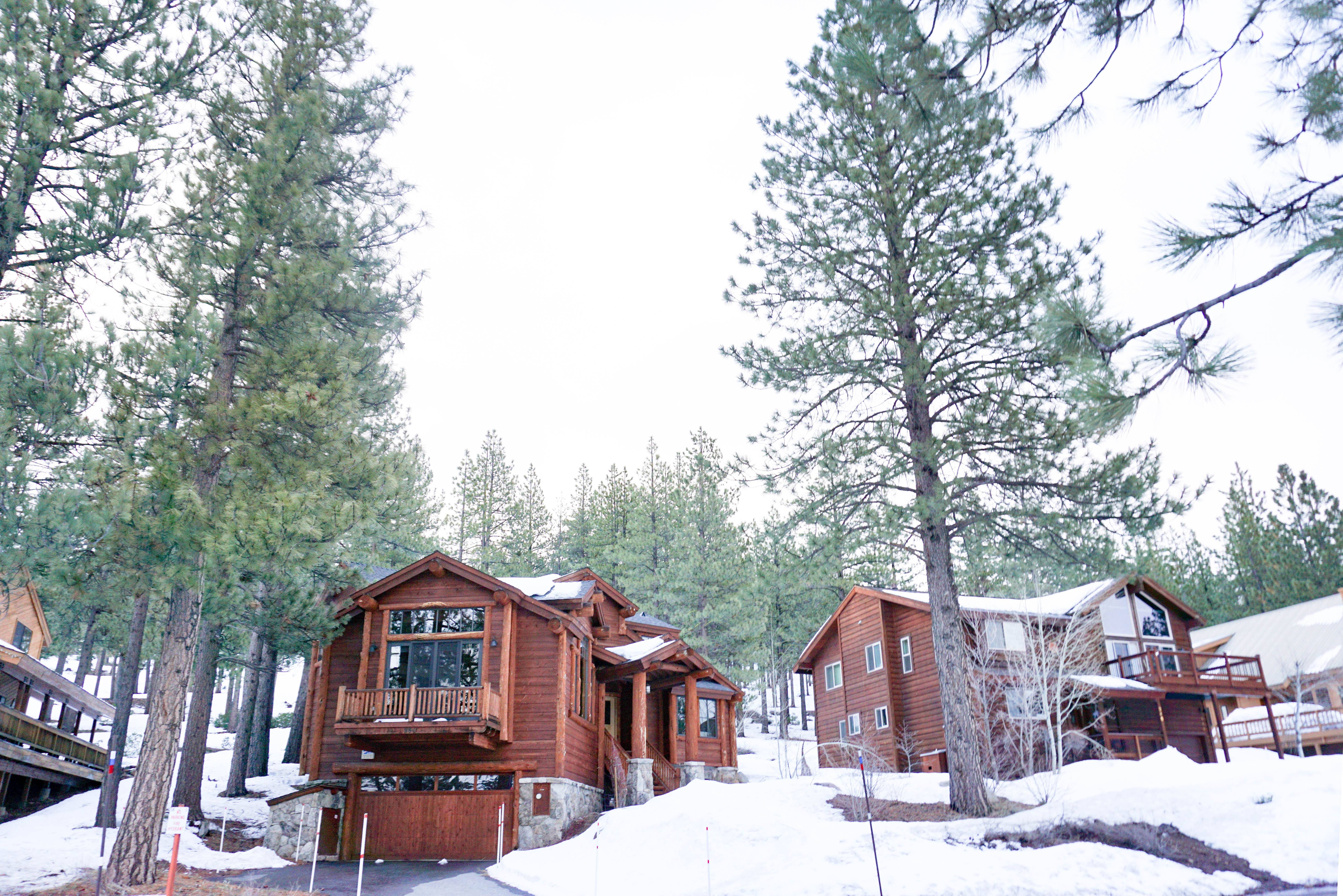 Lake tahoe winter wonderland her travel edit for Lake tahoe winter cabin