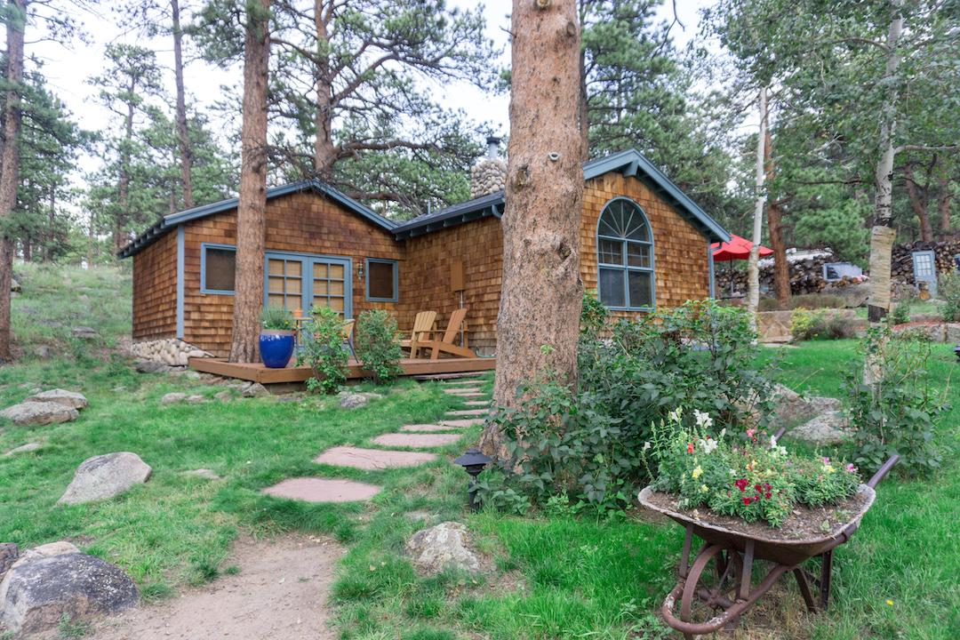 Her_Travel_Edit_Romantic_Riversong_Inn_Cottage