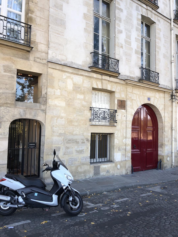 Ile Saint-Louis Red Door