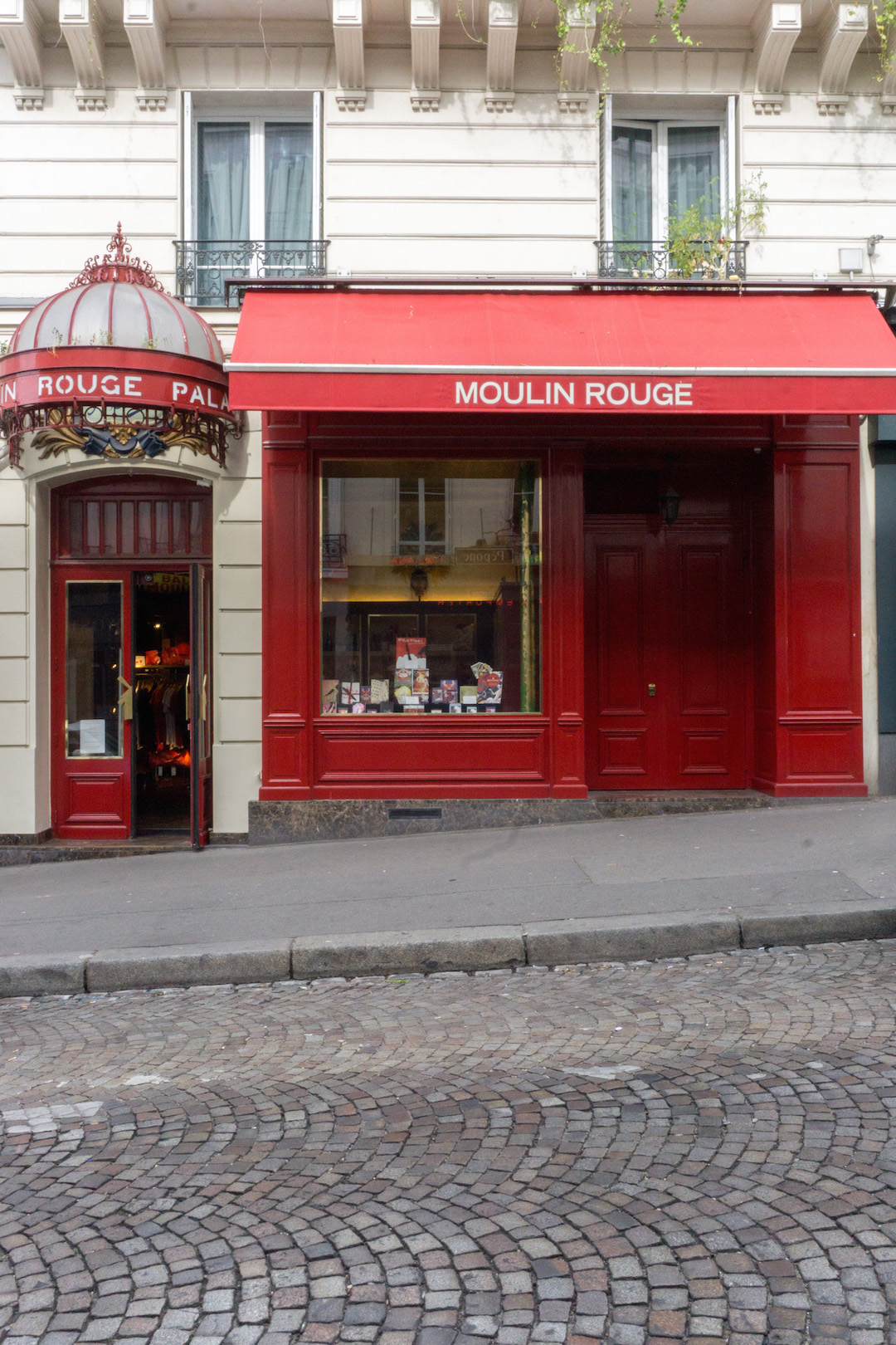 Montmarte Moulin Rouge Facade